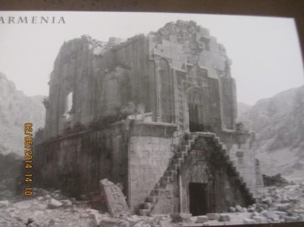 Նկարում Նորավանքն է մինչ 1947-1948թ-ը, 1840թ-ի ավերիչ երկրաշարժից հետո: