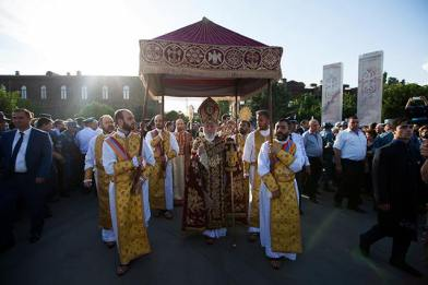 Ձեռամբ Ամենայն Հայոց Կաթողիկոսի օրհնվեց 21-րդ դարի երրորդ Մյուռոնը և կոչվեց Հաղթության Մյուռոն