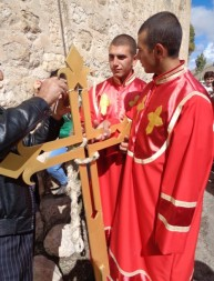 Օծվեց Խաչիկ համայնքի Սբ. Աստվածածին եկեղեցու գմբեթի խաչը