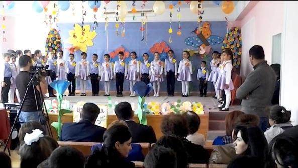 «Հրաժեշտ այբբենարանին» հանդեսն իսկական տոն էր Կեչուտի միջնակարգ դպրոցի առաջին դասարանցիների համար: Նրանք ներկայացրին Մեսրոպ Մաշտոցին ու նրա կենսագրությունը, ապա հնչեցրին այբուբենի տառերը` իմաստուն խոսքերով, երգ ու պարով համեմված: Շուտով կավարտվի ուսումնական տարին և փոքրիկներն արդեն տառաճանաչ են: Մանուկները երախտագիտությամբ հրաժեշտ են տալիս այբբենարանին, նրանց ոգևորությունը մեծ էր, իսկ ուսուցիչներն ու ծնողները` հուզված: