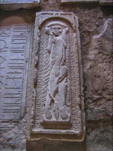 Սբ. Սահակն ու Սբ. Համազասպն Արծրունյաց իշխանական տնից են և Վասպուրականում տանուտիրություն էին անում այն ժամանակ, երբ արաբական խալիֆայությունը խիստ սաստկացրել էր հալածանքները քրիստոնյաների դեմ: 785 թվականին Հայաստանում նոր կառավարիչ է նշանակվում, որին իշխաններն իրենց կրտսեր եղբոր՝ Մերուժանի  հետ սահմանված այցելությունն են կատարում: Կառավարիչն ապստամբության մեղադրանքով ձերբակալում է նրանց և տանջանքների սպառնալիքով պահանջում է խզել կապերը հույների հետ` հրաժարվելով քրիստոնեական դավանանքից:  Մերուժանը սարսափում է կտտանքներից և մուսուլմանություն ընդունում, սակայն տունդարձի ճանապարհին իբրև դավաճան գլխատվում է Համազասպի տեղապահ Դավիթ Մամիկոնյանի կողմից: Իսկ Համազասպն ու Սահակն աղոթքներով և անտրտունջ տանում են չարչարանքներն ի սեր Քրիստոսի: Դահիճները 786 թվականին նախ գլխատում են կրտսեր եղբորը՝ Սահակին, ապա Համազասպին՝ այրելով նրանց մարմինները: