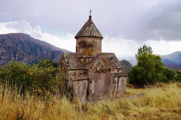 Ցախաց քարի վանք. լուսանկարը՝ Տ. Սահակ քհն. Մարտիրոսյանի