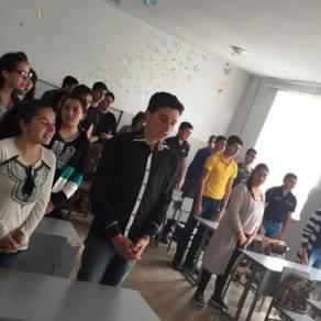 Տեր Ներսես քահանա Արշակյանը հանդիպեց Աղավնաձորի միջն. դպրոցի աշակերտների հետ